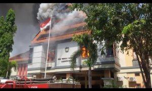 Kantor DPRD Gowa terbakar oleh ulah warga