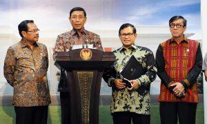 Menko Polhukam Wiranto memberikan keterangan pers terkait Saber Pungli di Kantor Presiden, Jakarta, Jumat (21/10/2016) sore | setkab