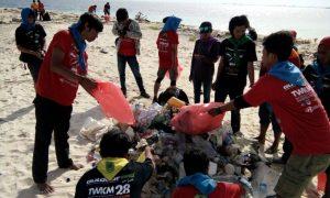 MANTAP!!! Peserta TWKM ke-28 Usai Melaksanakan Kegiatan Diving Langsung Bersihkan Laut