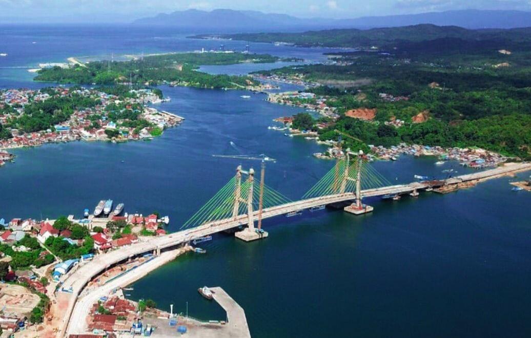 Jokowi Resmikan Jembatan Teluk Kendari