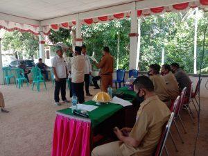 Pelantikan tiga perangkat desa oleh Penjabat Kades, Hasmin, Senin 15 Februari 2021. Foto: Ist